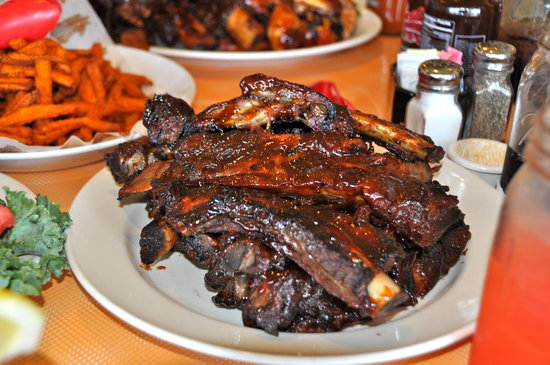 Lucille's Barbque: Ribs!