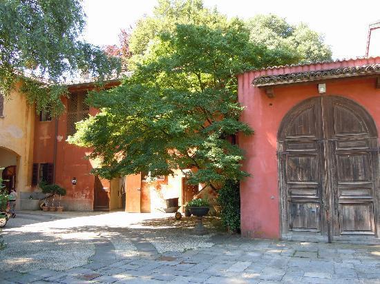 Villa Valentina: Courtyard area near the gardens