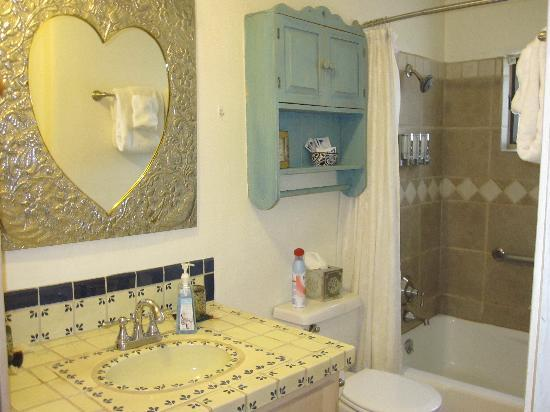 Casa Cuma Bed & Breakfast: Corazon Room Bathroom