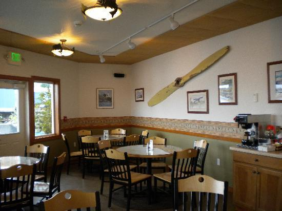 The Fly In Fish Inn & Restaurant: Breakfast area