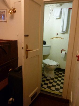 Feuerschiff Ship Hotel: Badezimmer der Einzelkabine