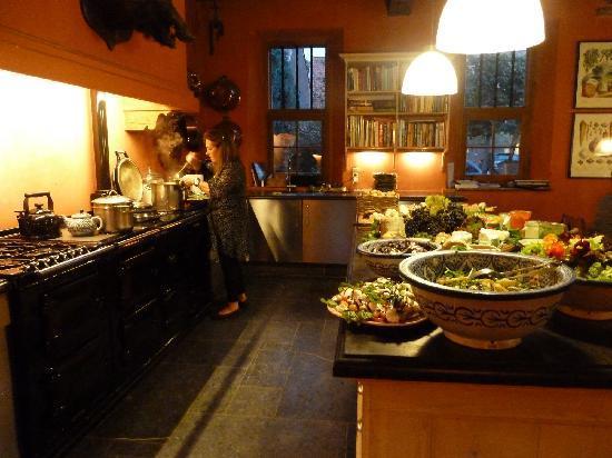 Kasteelhoeve de Kerckhem - Boutique Hotel: Tess preparing dinner