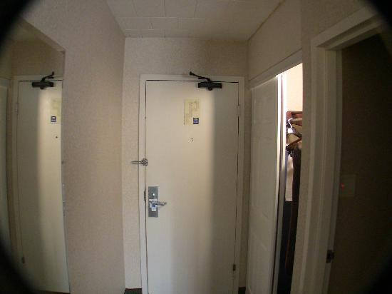 Comfort Inn & Suites Pittsburgh Allegheny Valley: Big closet, full length hallway mirror.