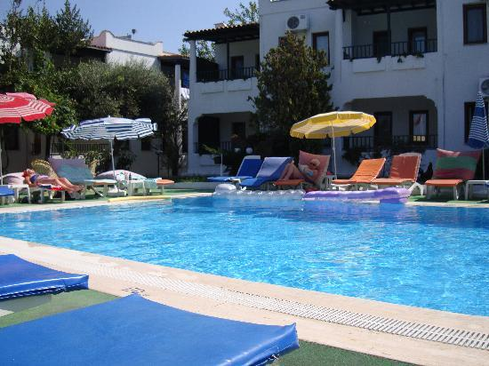 Cimentepe Apart Otel: By the pool