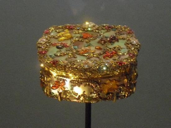 พิพิธภัณฑ์วิคตอเรียแอนด์อัลเบิร์ต: A snuff box