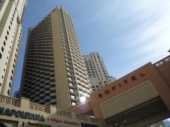 โซฟิเทล ดูไบ จูเมราห์บีช: Hotel Exterior