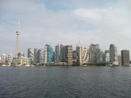 Centreville Amusement Park : Toronto from ferry