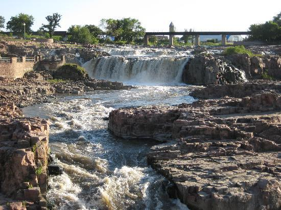 Homewood Suites by Hilton Sioux Falls: Local park with great falls.