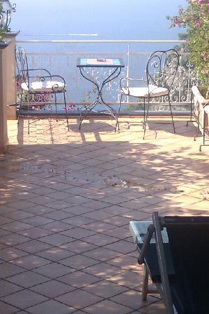 โรงแรมปาซิที: Our terrace