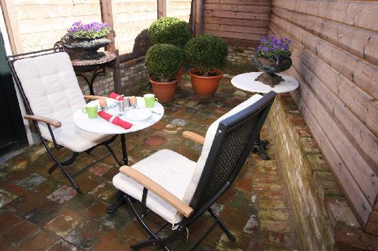 Bed & Breakfast De Vossenpoort : Reynaert, a quiet and cosy patio