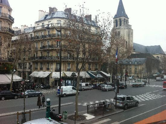 Au Manoir Saint Germain De Pres: The view from our room, facing the boulevard (first floor)