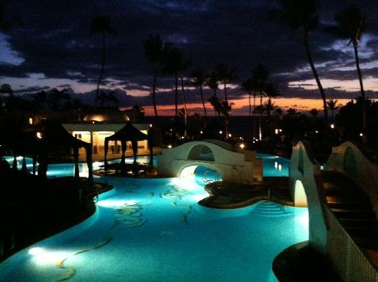 Fairmont Kea Lani, Maui: Pool at Sunset (With Lit Tiki Torches)