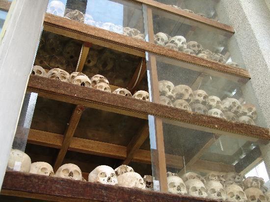 ทุ่งสังหารเชิงเอก: Skull filled Pagoda (tower)