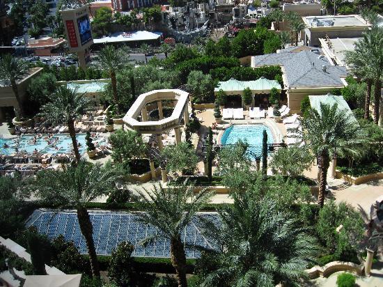 โรงแรม เดอะ พาลาซโซ รีสอร์ท คาสิโน: Ask for a room with a pool view.