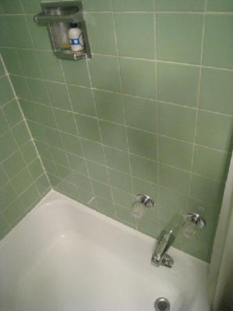 Inn at Presque Isle: Shower Booth, See the ankle level  faucets.