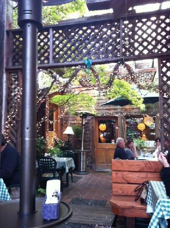 Susan's Place Wine Bar : Outdoor seating