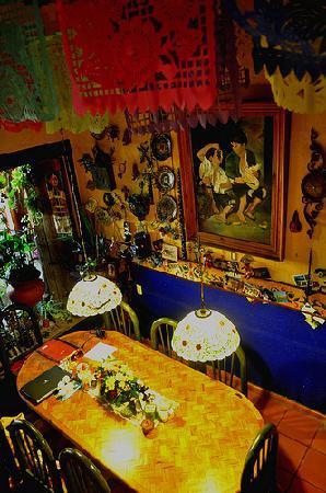 Casa De Pita: La mesa donde se puede desayunar o tomar un rico te con Pita.