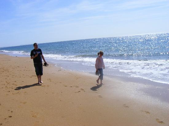 Freshwater Beach Holiday Park: Beach walk from Freshwater to West Bay...beautiful