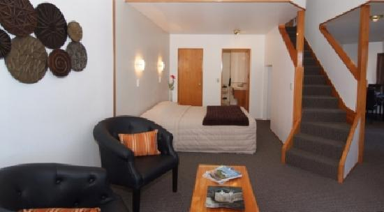 Cascades Motor Inn: Lakefront Apartment