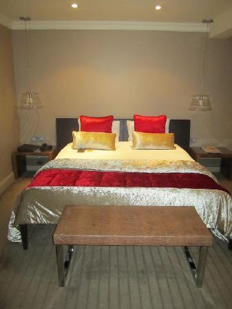 โรงแรมเดอะเมย์แฟร์: bed