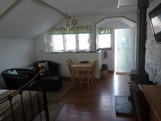 Merlin Farm Cottages Mawgan Porth: Daymer cottage