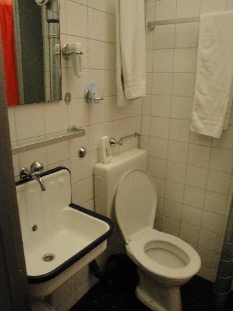 Jailhotel Loewengraben: Bathroom