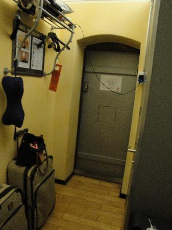 Jailhotel Loewengraben: Doorway