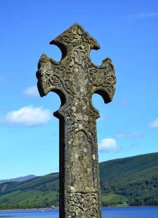 Rabbie's: A Celtic Cross by Loch Fyne