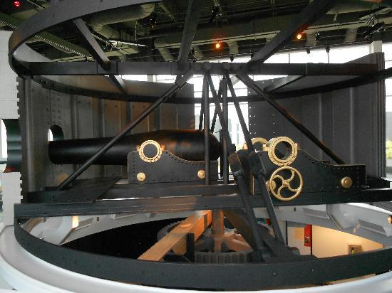 Newport News, VA: replica of the Monitor Ironclad cannon