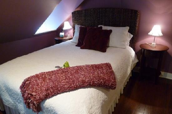 Bartlett Pear Inn: The cushy bed
