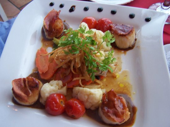 L'Escapade: Scallop appetizer