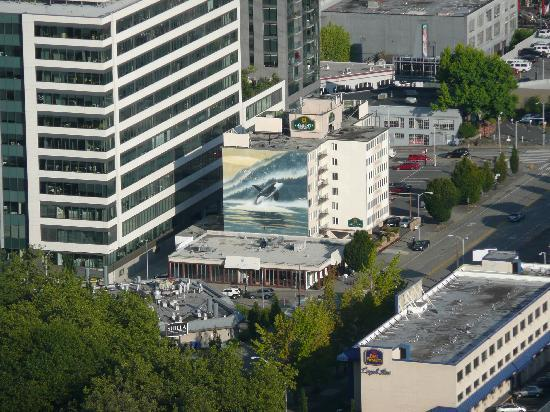 La Quinta Inn & Suites Seattle Downtown : Hotel from space needle