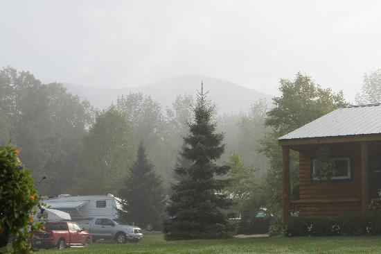 The Lantern Resort Motel and Campground: foggy morning, mountain in the background