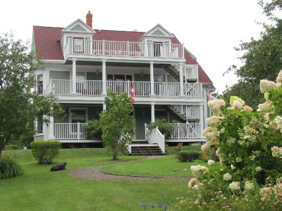 Arbor View Inn: From the Front Lawn