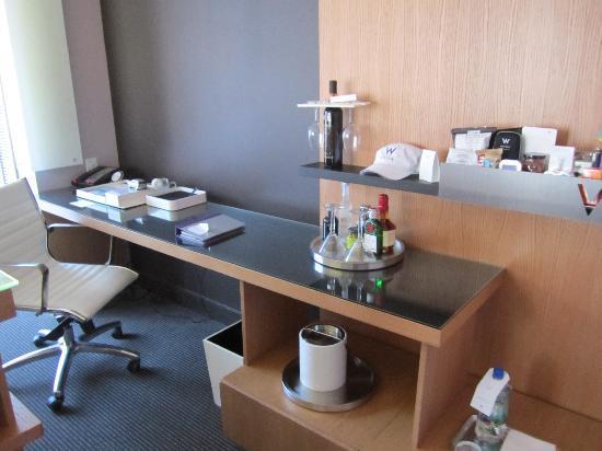 W Boston: Desk, Work Area