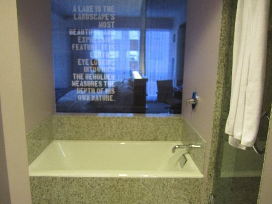 W Boston: Corner Room Bath looking into room.