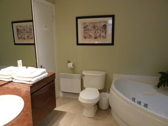 Acacias Bed & Breakfast : The general bathroom in Acacias room #3