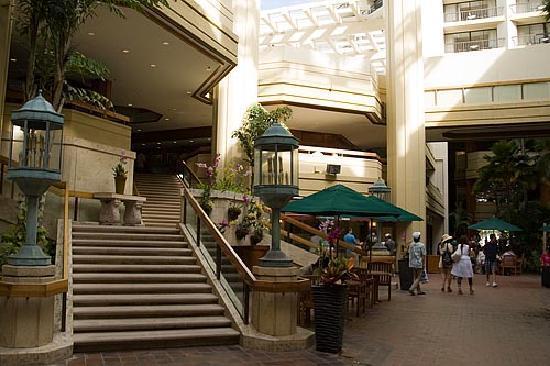 Hyatt Regency Waikiki Beach Resort & Spa: The hotel main floor.