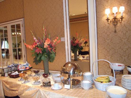 buffet bounty - picture of lake terrace dining room, colorado