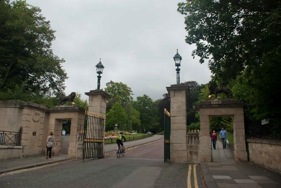 Royal Victoria Park: Park entrance