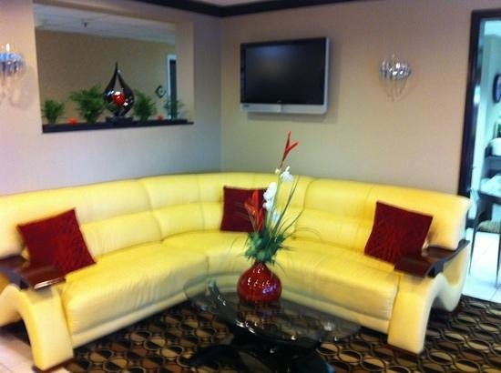 La Quinta Inn Roanoke Salem: The Lobby