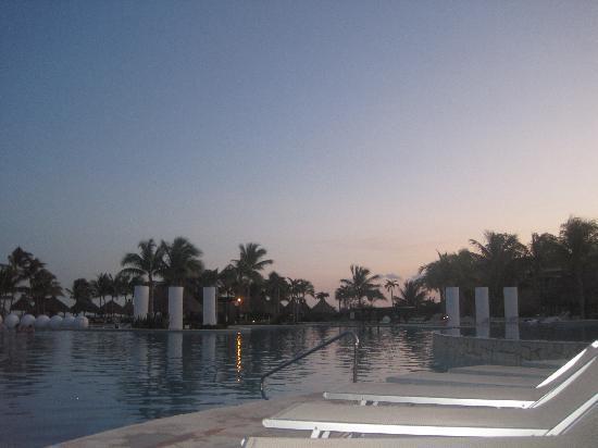 Mayan Palace at Vidanta Riviera Maya: Sunset at the pool
