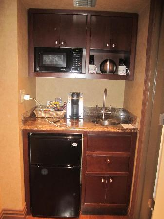 Excellent Mini-bar and 'fridge - Picture of The Blakely New York, New York  GU78