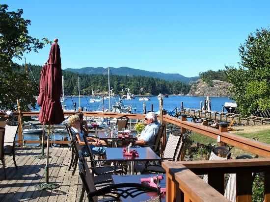 Herons Restaurant @ Heriot Bay Inn: The Patio Restuarant