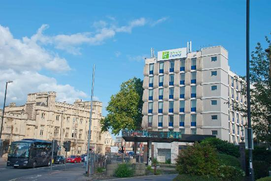 Holiday Inn Express Bristol City Centre: Side of the hotel