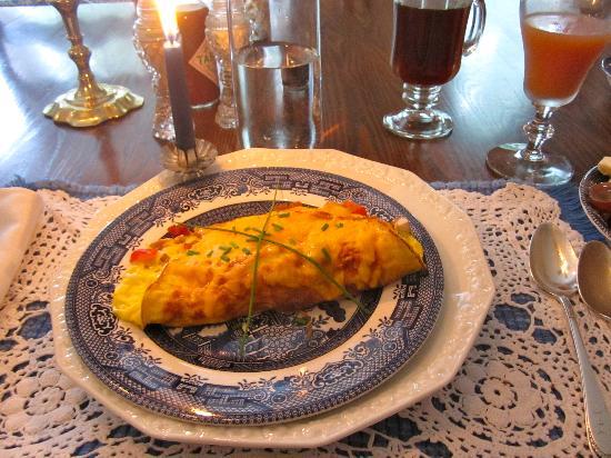 Penrose Victorian Inn: Candlelit breakfast