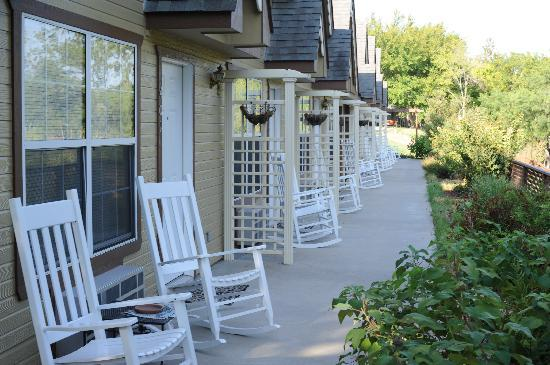 Inn on Barons Creek: view of the creekside rooms front porches