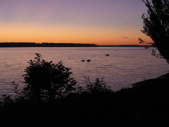 حانة كامانو أيلاند: View of Sunset from Camano Island Inn