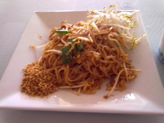 Thai Orchid Cuisine: Pad Thai noodles