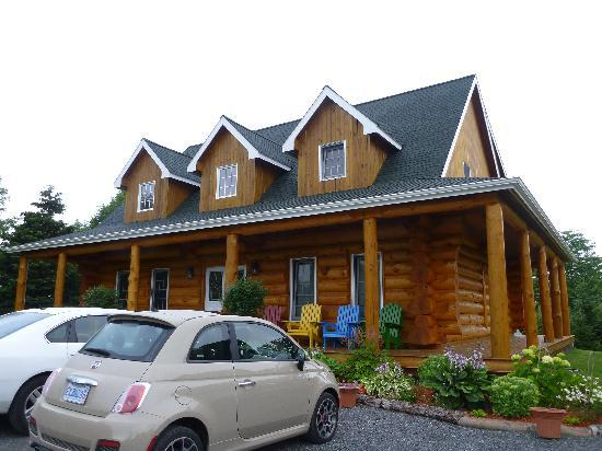 The Ponderosa Bed & Breakfast: The front of the main log house